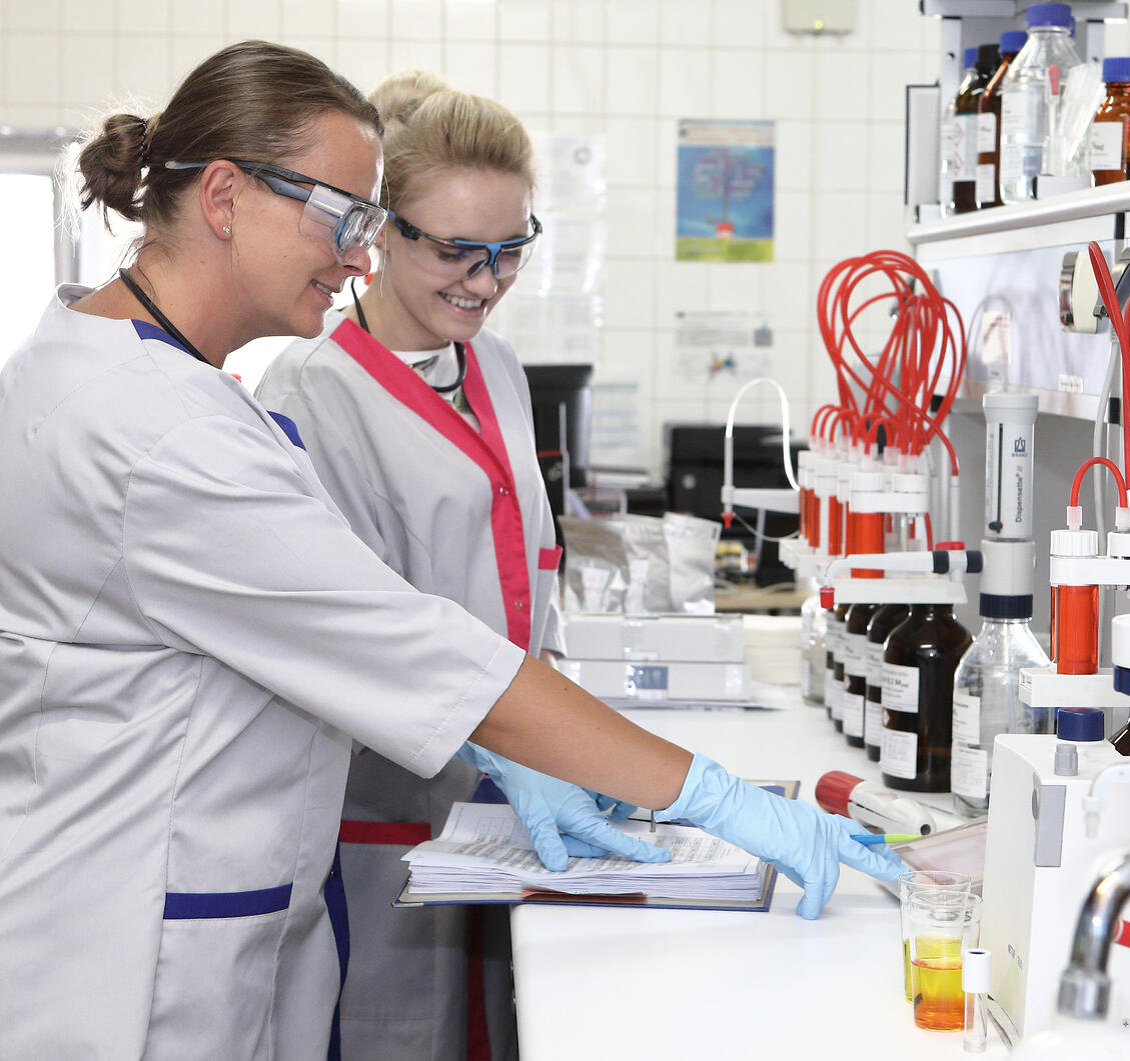 OG_EB_10_laboratory_workers_